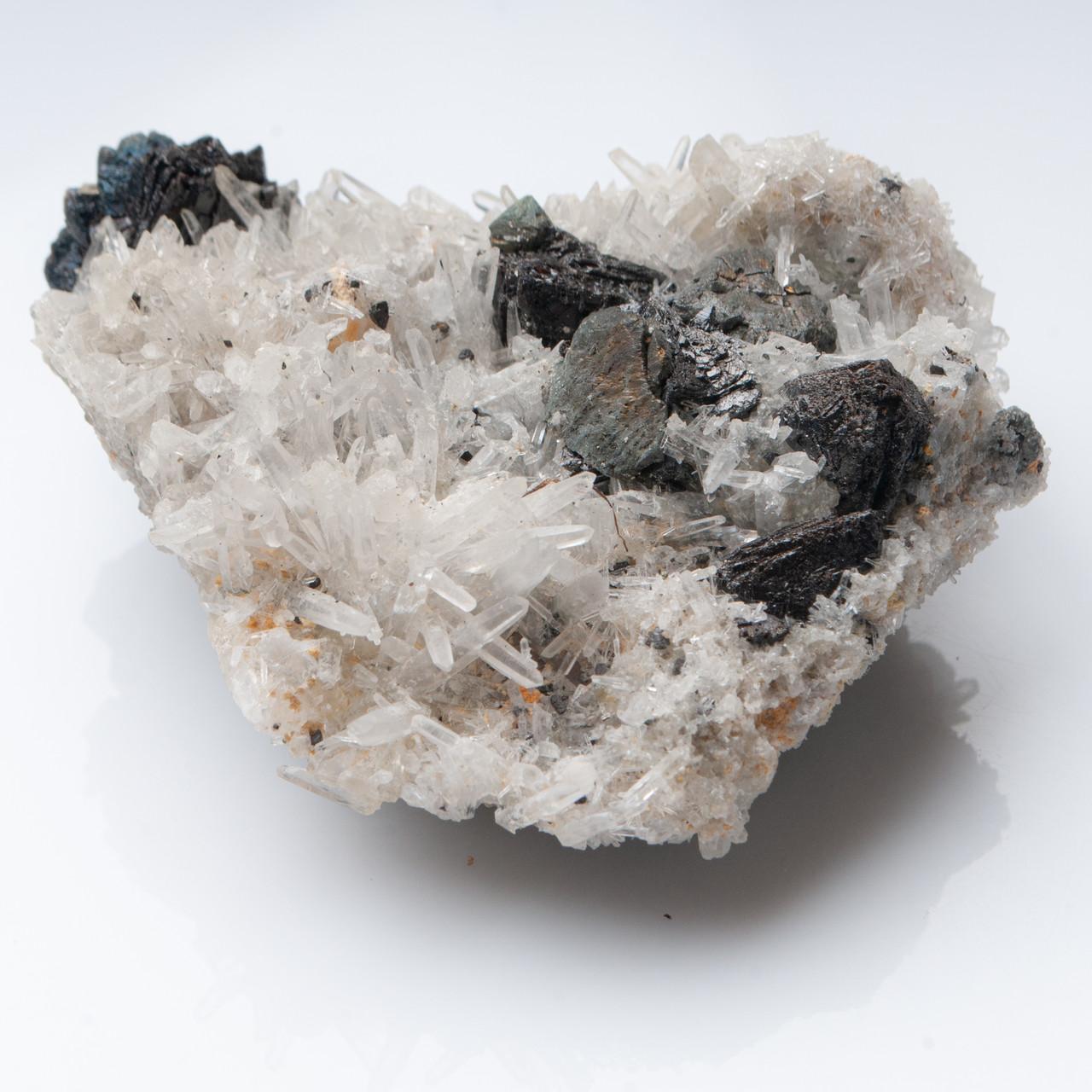 Натуральный минерал Кварц на Сфалерите