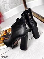 Ботинки чёрные на каблуке кожаные