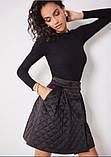 Стильная стеганая юбка с карманами короткая черная (размер 40 - 54 XS - XXL), фото 2