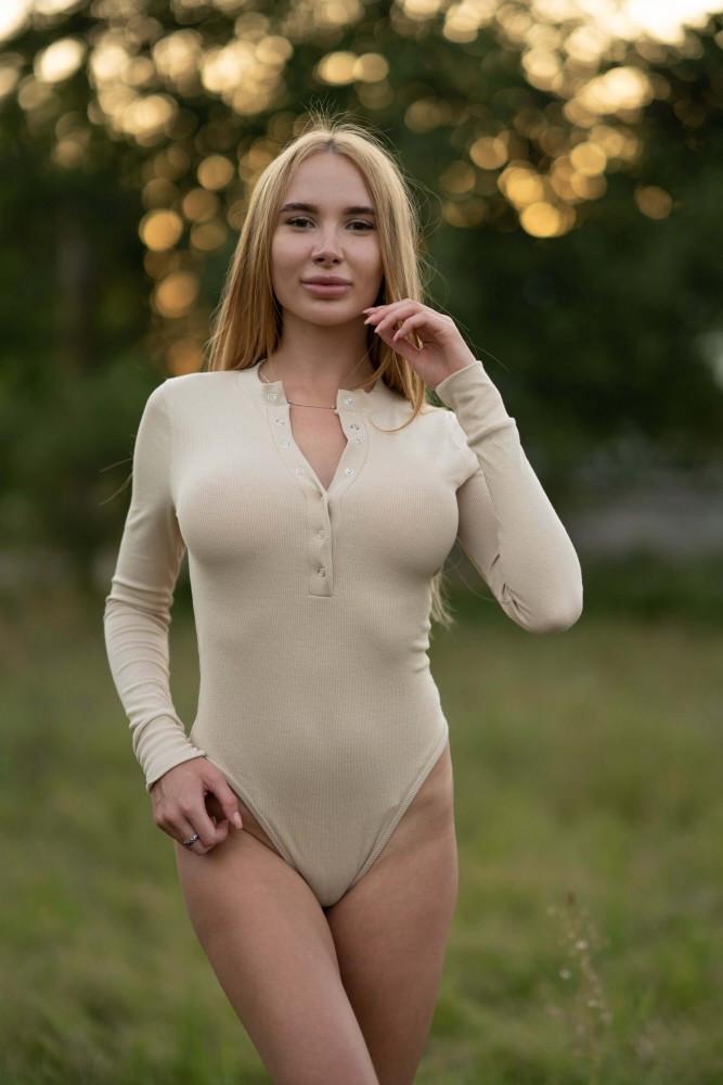 Боди Lameia женское облегающее с длинным рукавом бежевое