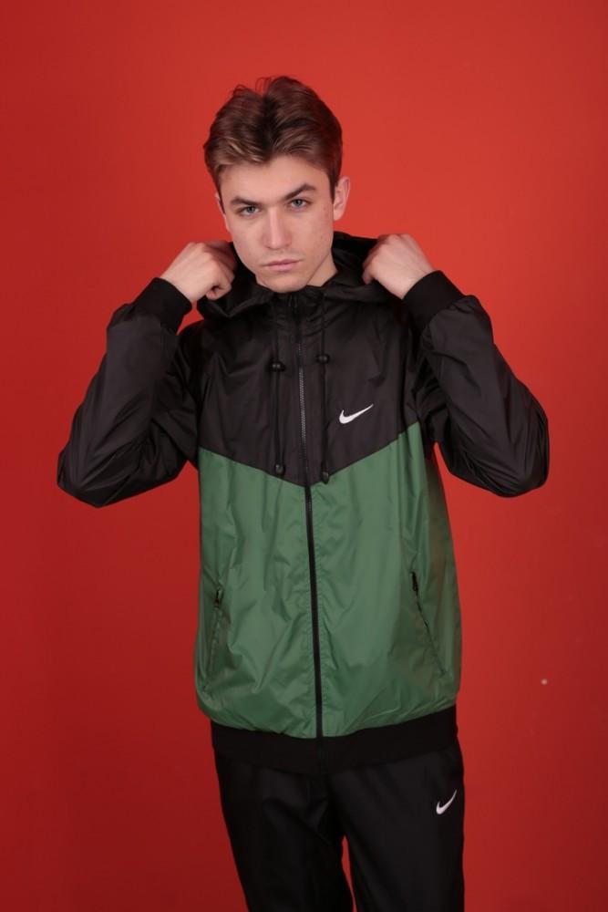Windrunner Jacket Ветровка черно-зеленая