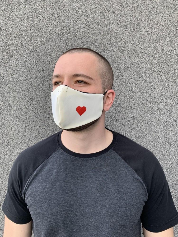 Многоразовая защитная маска со сменным фильтром бежевая мужская сердце