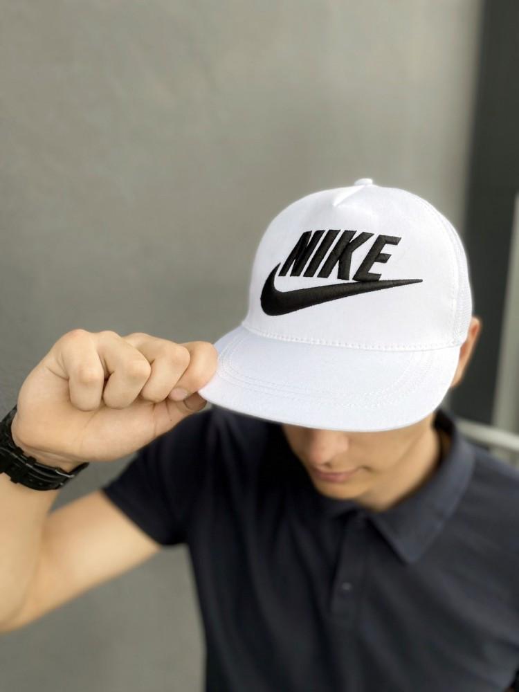 Тракер кепка Nike белый Большой логотип