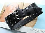 Женский стильный ремень с люверсами  и двойной пряжкой черный, фото 2