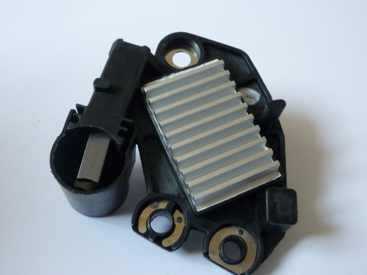 Регулятор напряжения генератора, со щётками на Renault Trafic 1.9dCi с 2001... Lauber (Польша), CQ1010218