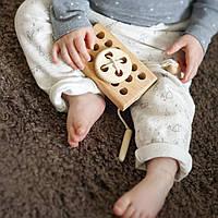 Деревянная игрушка со шнуровкой