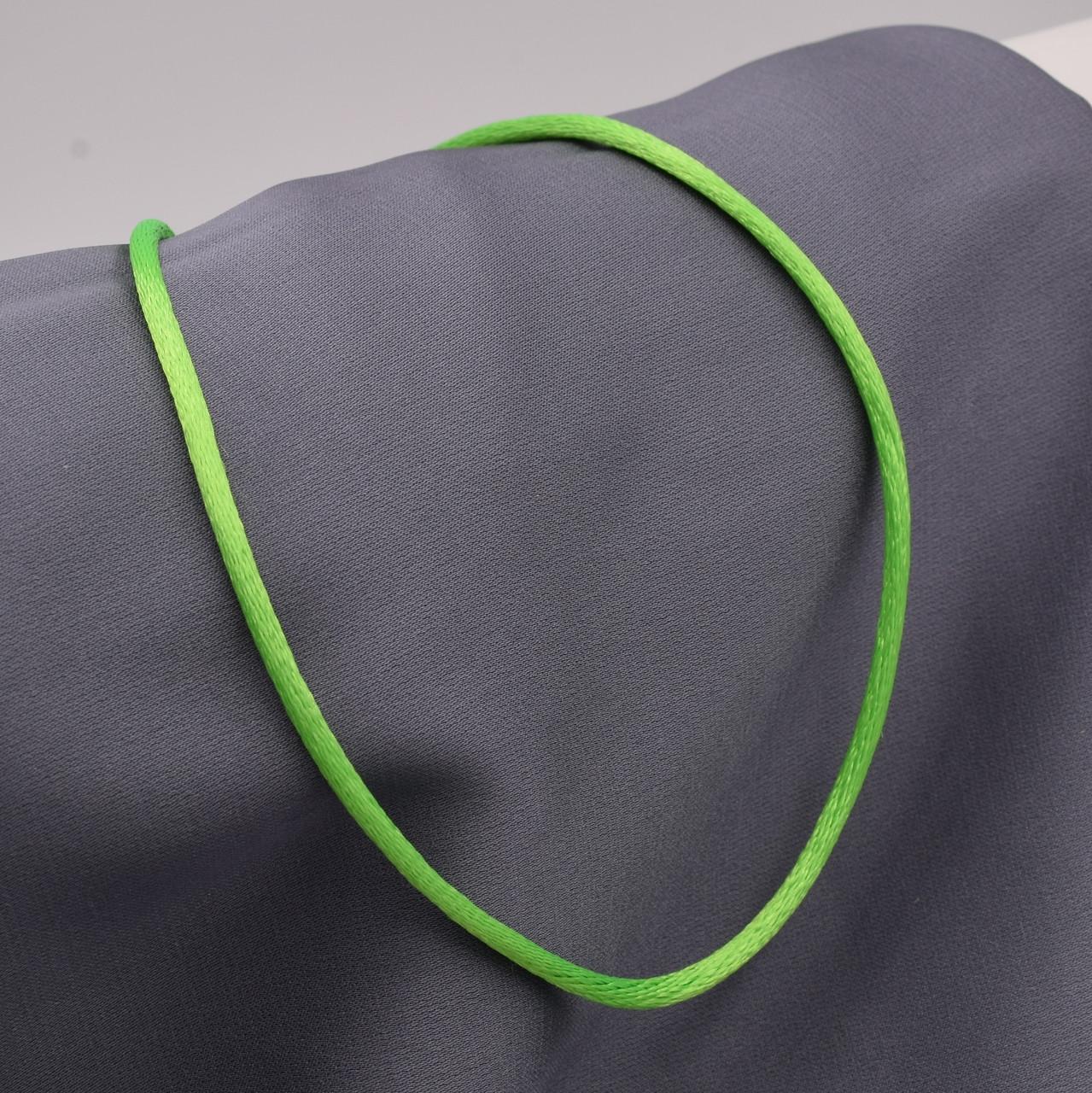 Шнурок шелковый цвет салатовый длина 40 см ширина 2 мм вес серебра 0.7 г