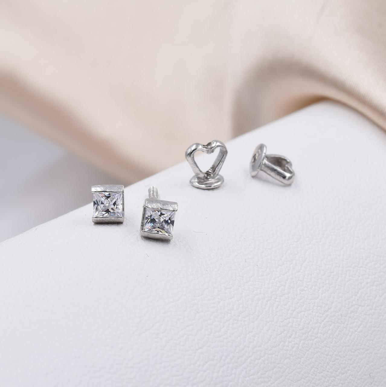 Серебряные серьги гвоздики Квадро размер 4х4 мм вставка белые фианиты вес 1.4 г