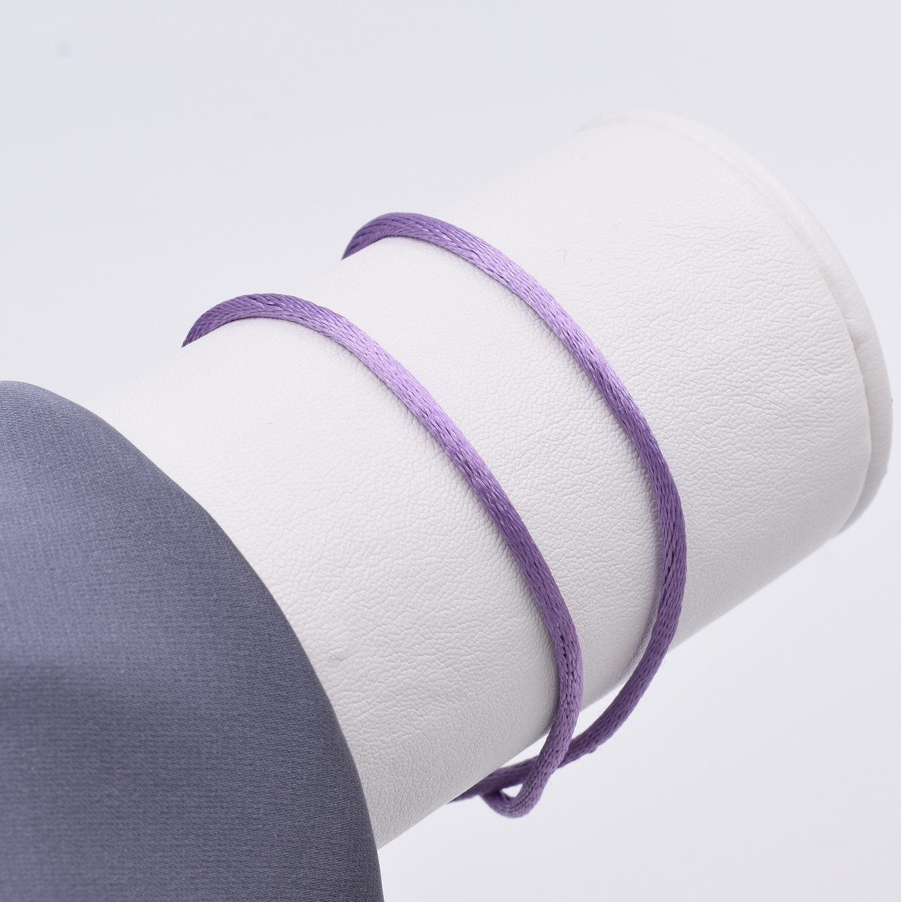 Шнурок шелковый цвет лавандовый длина 30 см ширина 2 мм вес серебра 0.7 г