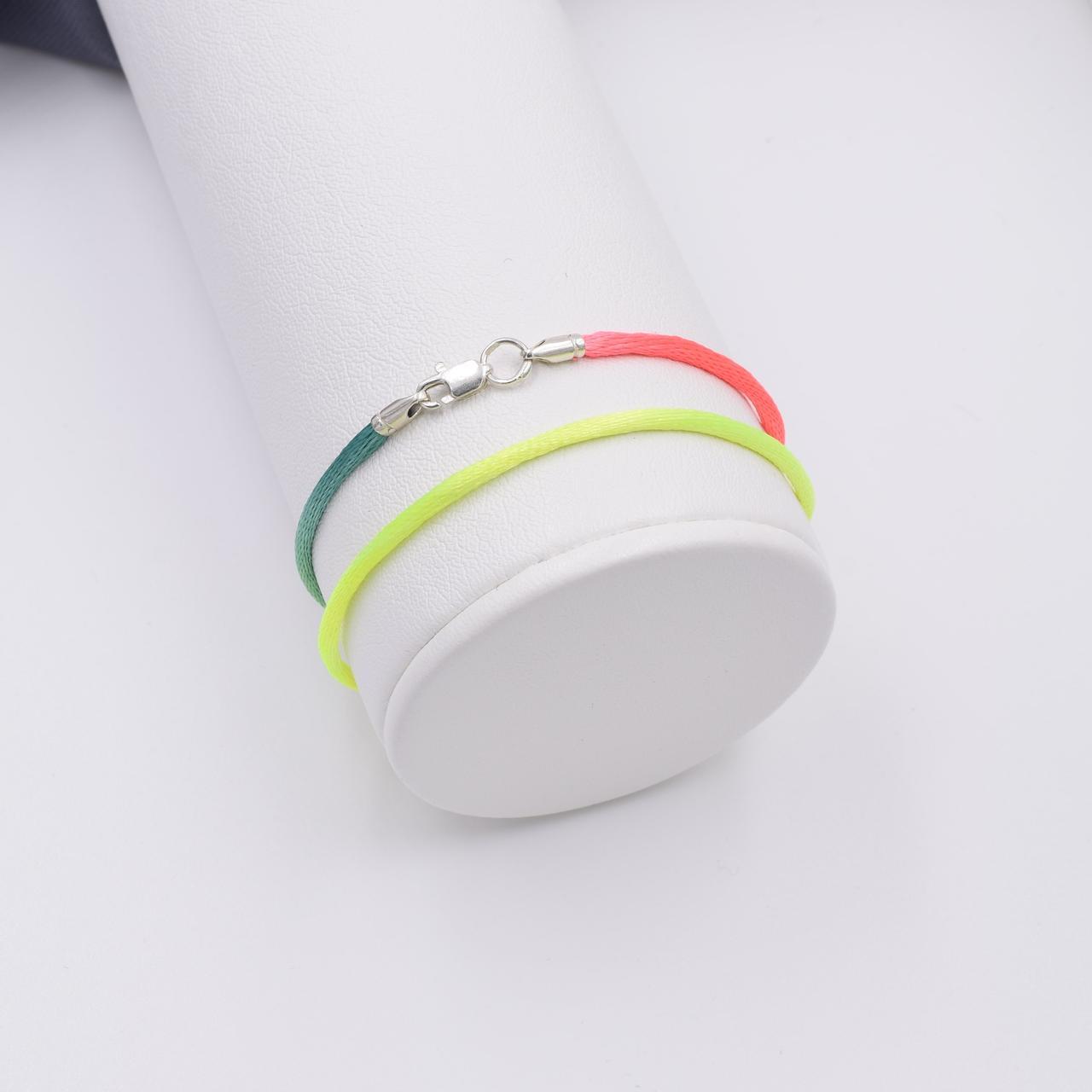 Шнурок шелковый цвет желто-розовый длина 40 см ширина 2 мм вес серебра 0.7 г