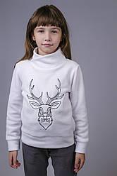 Свитер с оленем для девочки