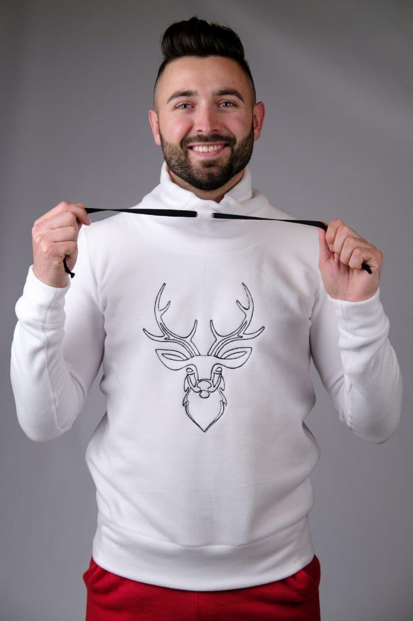 Мужской свитер с оленем