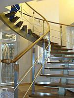 Винтовая лестница с дубовыми ступеньками. Изготовление лестниц для квартиры и дома на заказ
