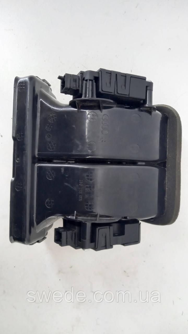 Вентиляційні отвори в приладовій панелі Audi A6 C7 2012 рр 4G0857042