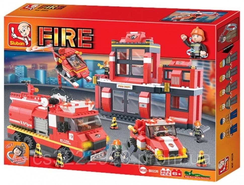 Конструктор Пожарные спасатели 745 деталей  М38-В0227