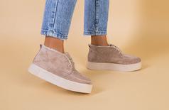Ботинки женские замшевые бежевые на шнурках, беж подошва, зимние