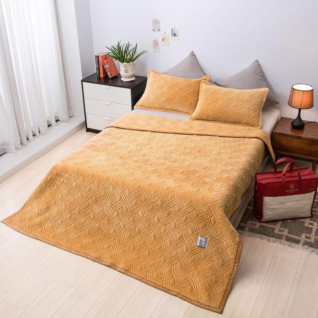 Покрывала и пледы на кровать