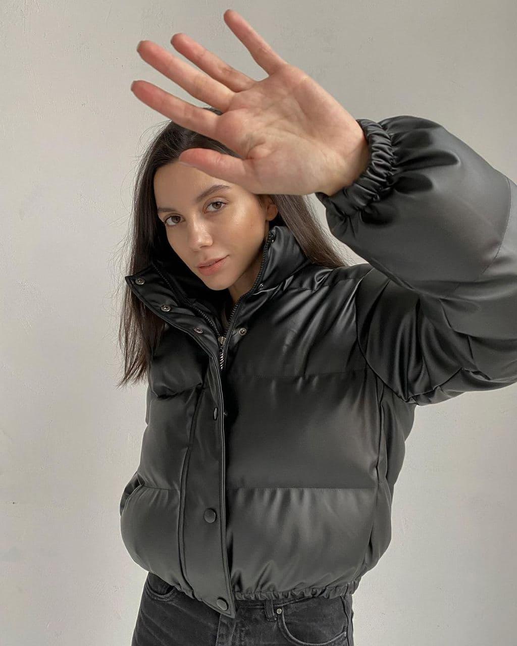 Куртка зимняя короткая из экокожи с воротником стойкой  (р. 42-48) 4001550