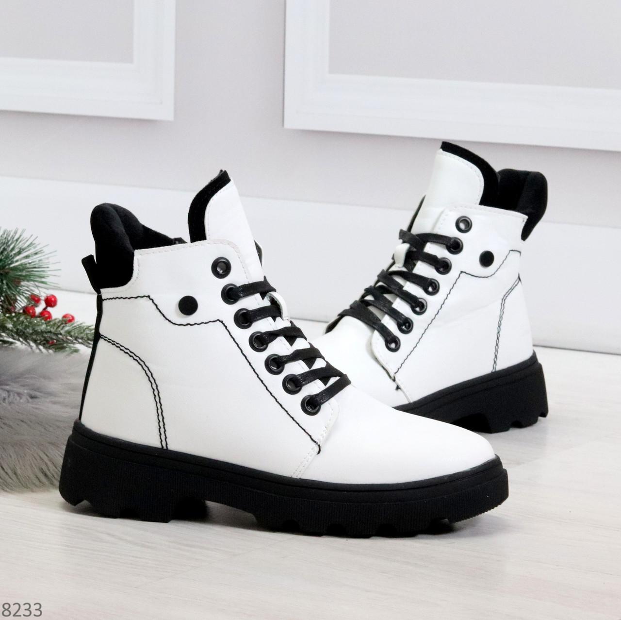 Нарядные белые зимние женские ботинки на черной шнуровке 38-24см