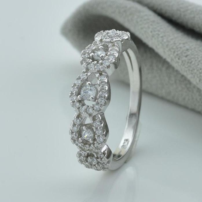 Серебряное кольцо размер 20.5 вставка белые фианиты вес 3.5 г