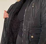 Женская приталенная куртка парка с капюшоном и мехом - черная, фото 10