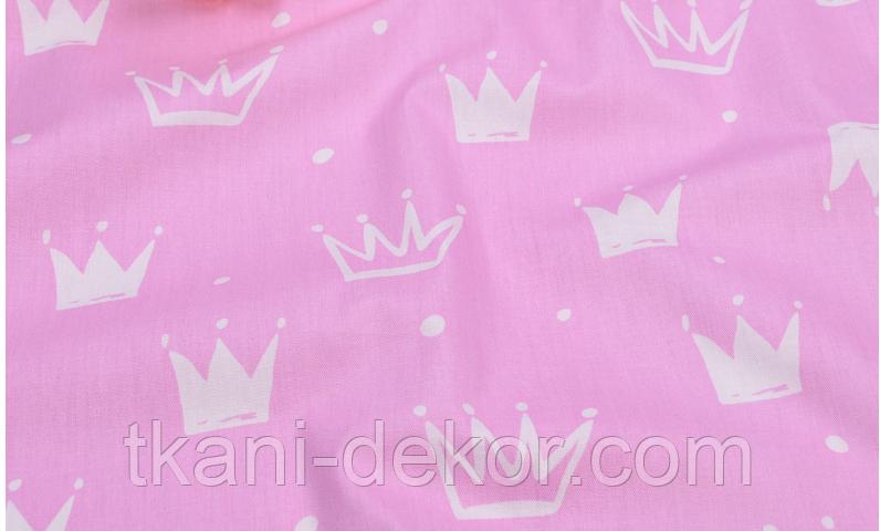 Сатин (хлопковая ткань) на розовом фоне короны новые (Брак, полоса от кромки 30 см) (50*160)