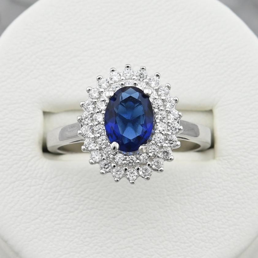 Серебряное кольцо размер 17 вставка синие фианиты вес 3.1 г