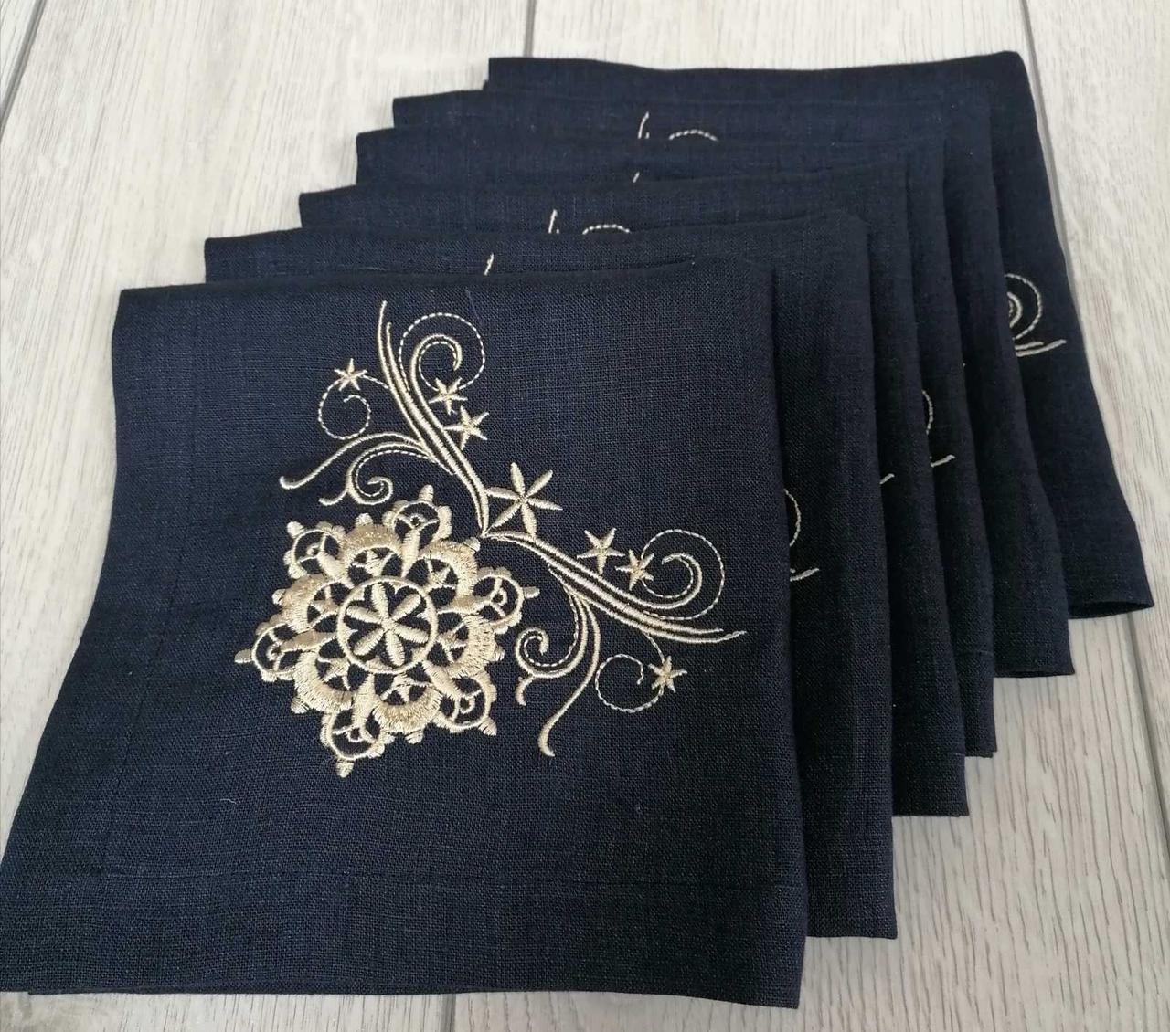 Набор вышитых льняных салфеток  темно-синего цвета 43*43 см