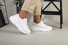 Белые кожаные кроссовки на масивной подошве