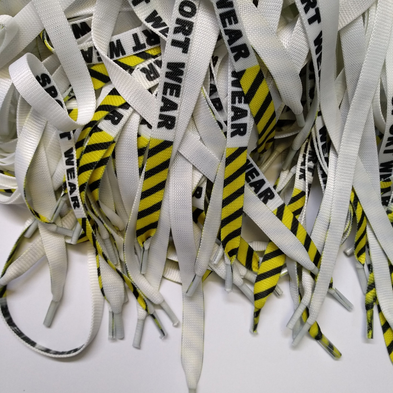Шнур (текстильный) №5 плоский белый с жёлтой надписью sport wear 125см.