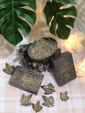 Шелковое мыло с активированным углем.