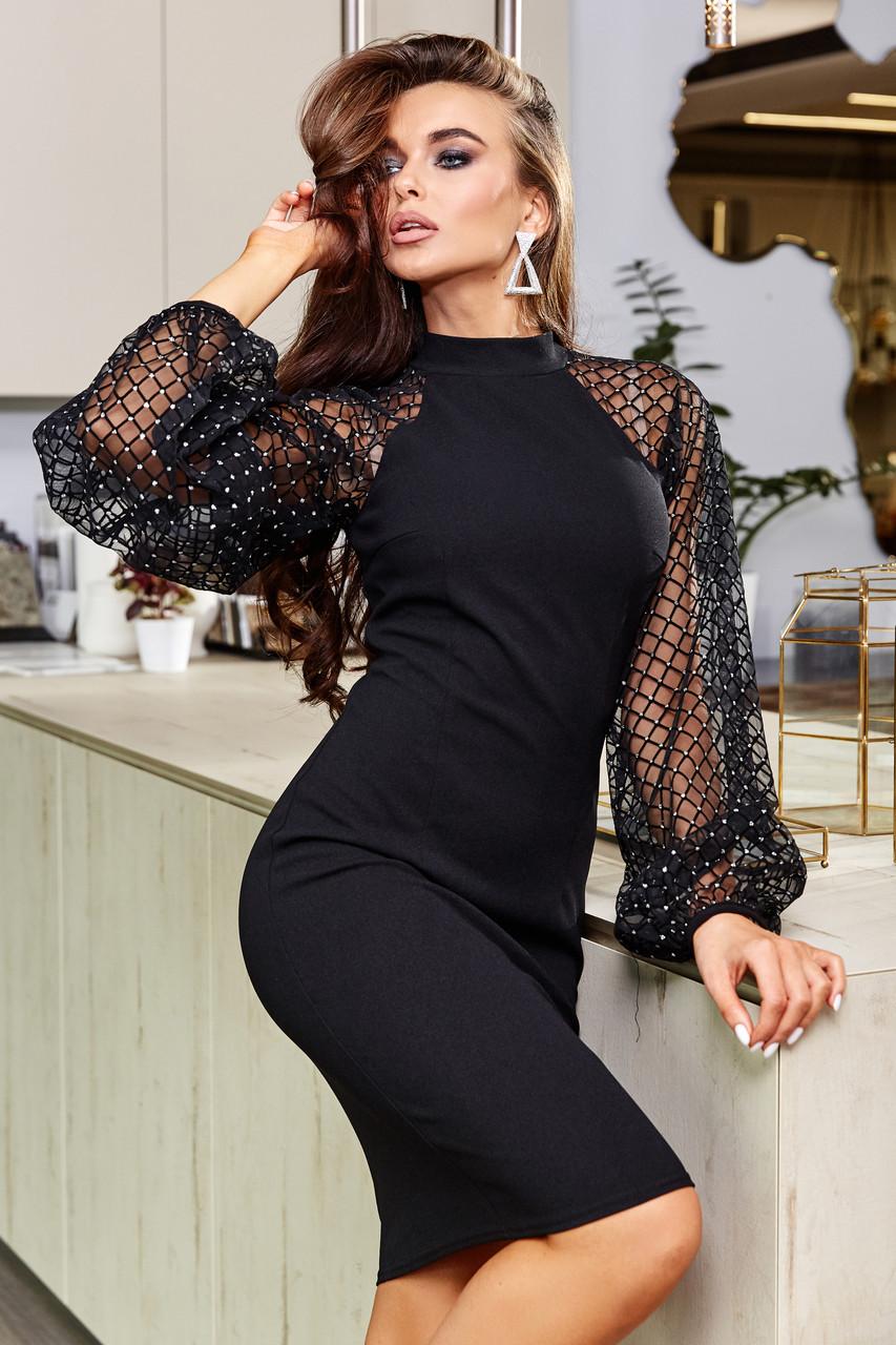 Черное облегающее платье с пышными рукавами из сетки