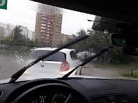 Как правильно управлять машиной на мокрой и скользкой дороге?