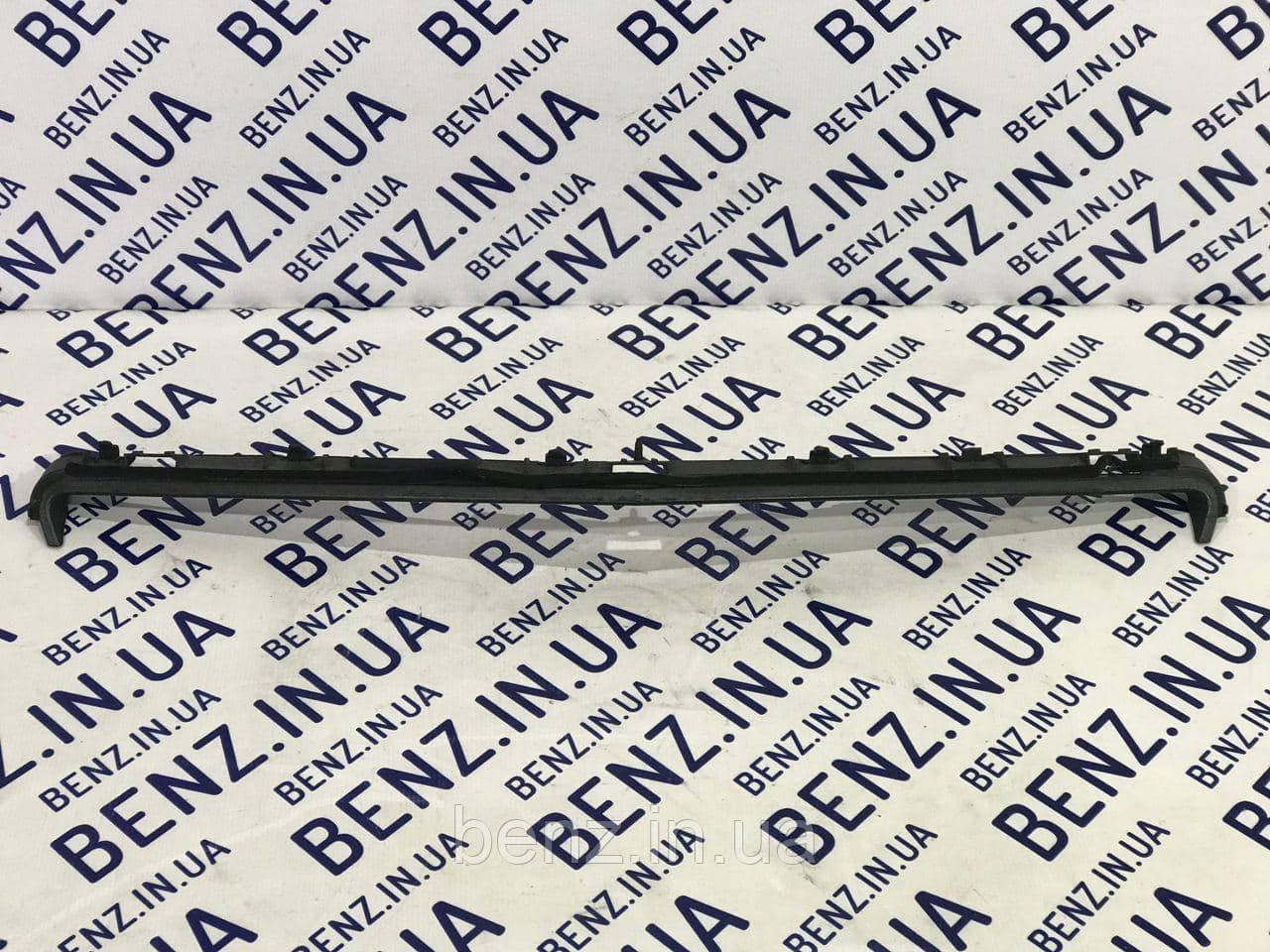 Накладка / молдинг капота, возле радиатора Mercedes C207/W207 A2078800583 / A2078800082
