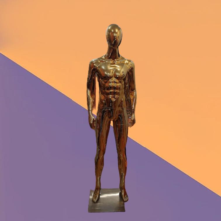 Мужской глянцевый золотой манекен на металлической подставке