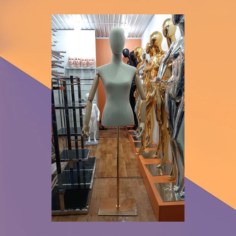 Манекен-торс берый женский на подставке с деревянными руками на шарнирах