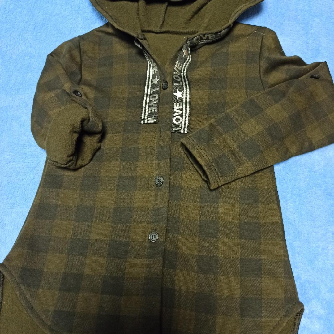 Кофта-рубашка теплая красивая для девочки с капюшоном. Рукав- трансформер. Сзади рисунок. Утеплитель- флис.
