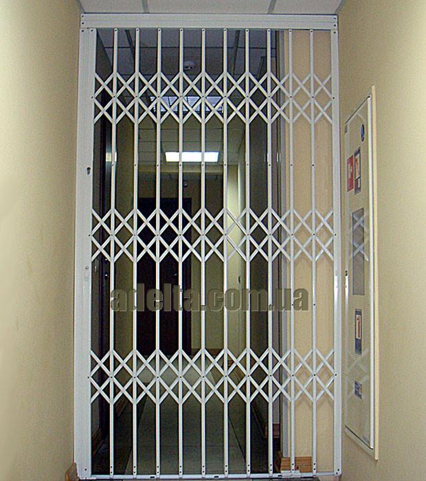 Решетки раздвижные на двери Шир.1365*Выс2100мм для банков
