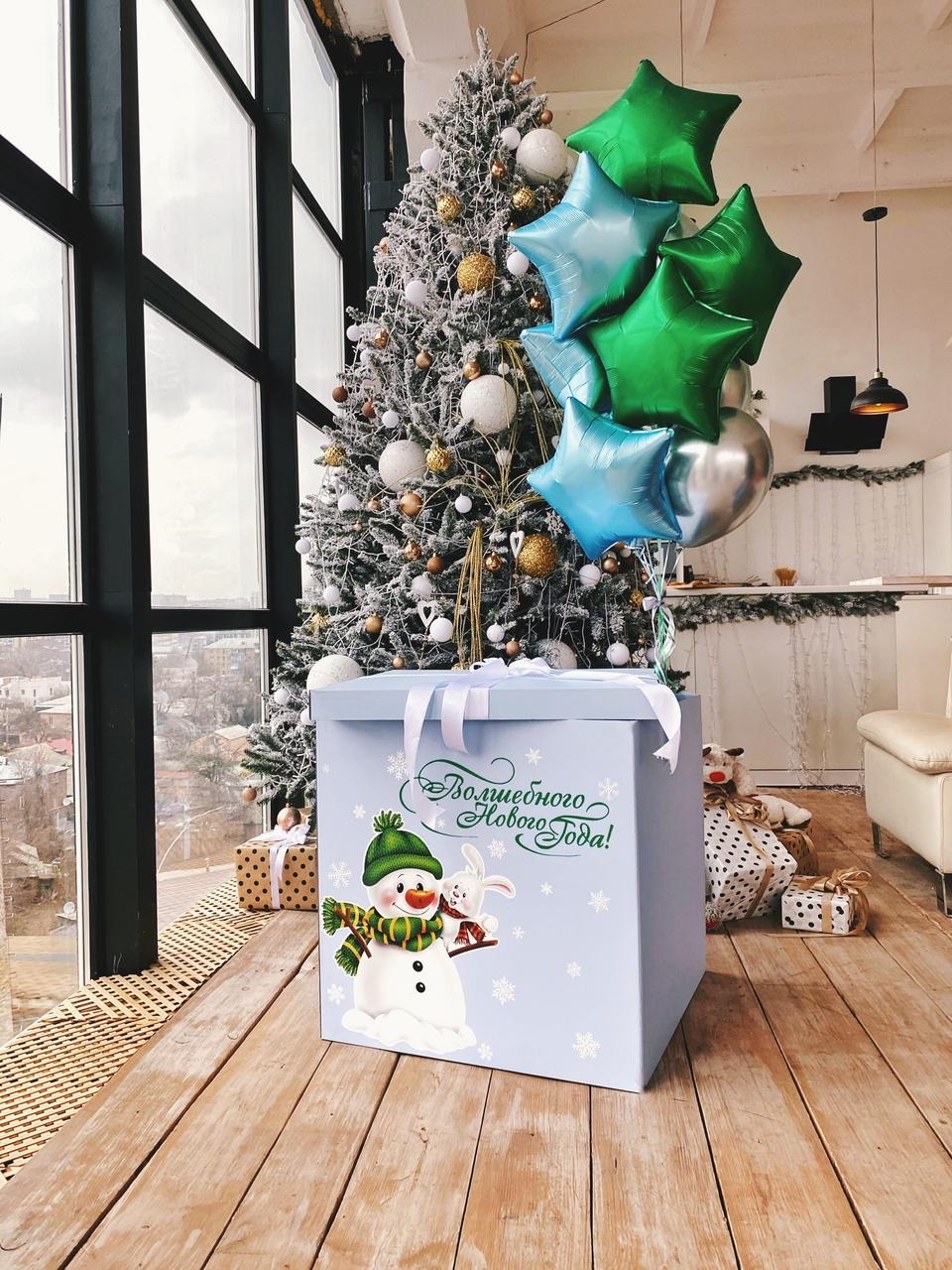 Коробка голубая Новый год и милый снеговик