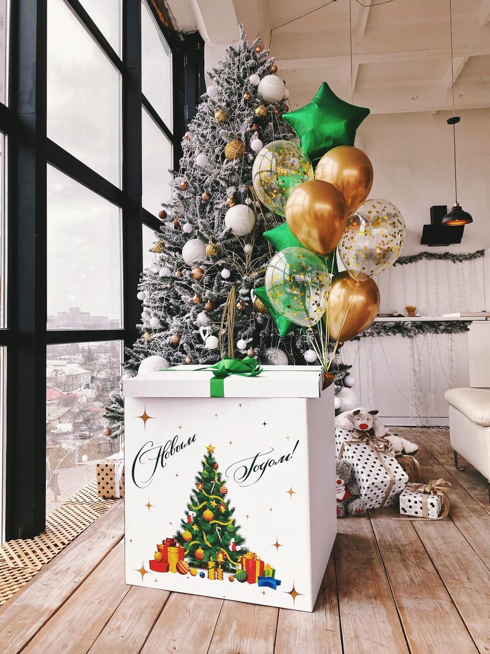 Коробка белая Новый год с нарядной елкой