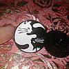 Брошь брошка значок пин кот кошка металл эмаль любовь черный и белый инь янь монада, фото 3