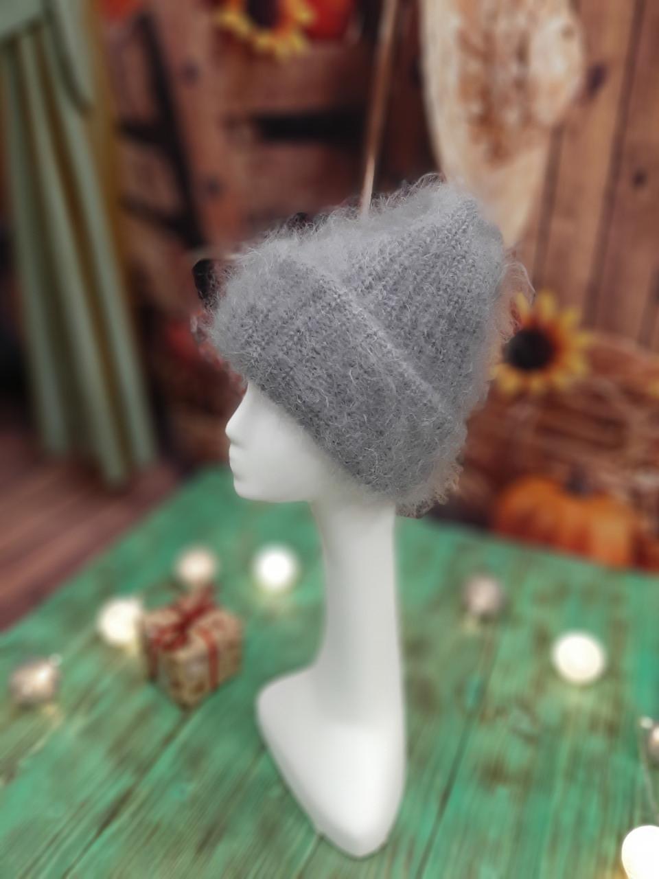 Пуховая шапка с подворотом