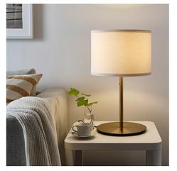 Ikea РИНГСТА / СКАФТЕТ Настольная лампа, белый / латунь 56 см