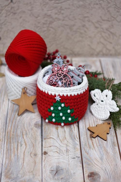 Новогодняя корзина крючком из трикотажной пряжи Bobilon