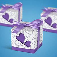 Бонбоньерка на свадьбу в виде фиолетовой коробочки с сердечками