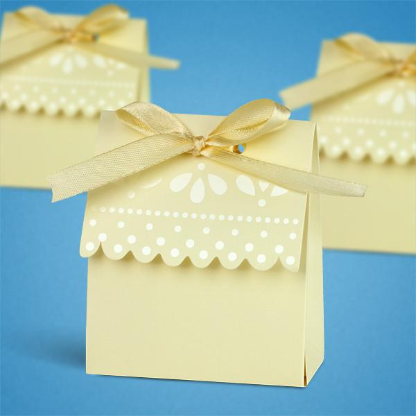 Бонбоньерка на свадьбу в виде золотистой коробочки