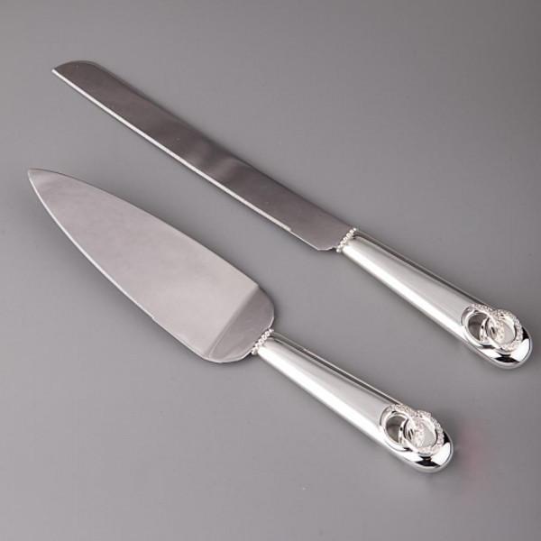 Нож и лопатка для нарезания молодоженами свадебного торта