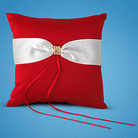 Красная подушечка для свадебных колец