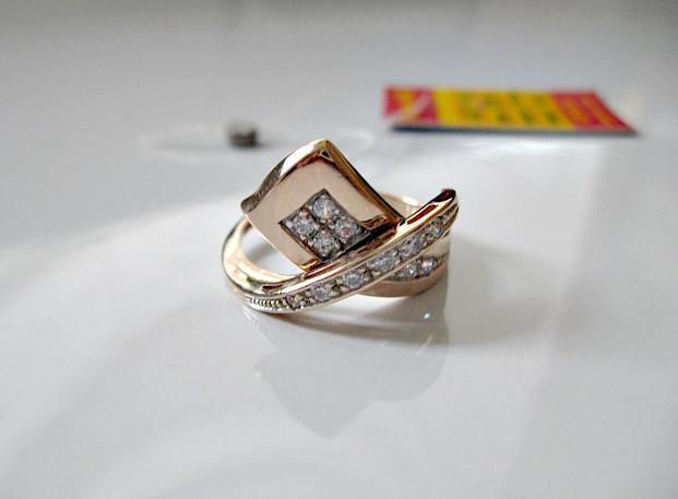 Золотое колечко 3.98 грамма 18 размер ЗОЛОТО 585 пробы