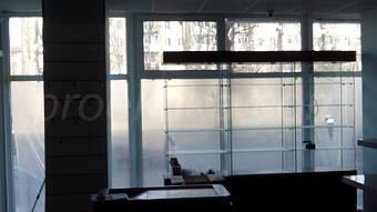 Стеклянные витрины были изготовлены без использования алюминиевого профиля.
